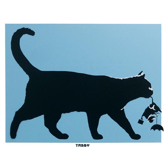 タビー猫 VS バンクシー傘ラット(青)